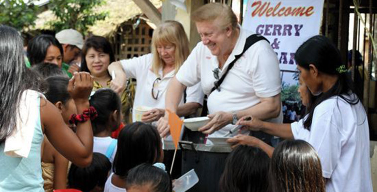 Brother Knight feeds hungry children in the Philippines.